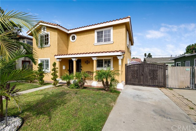 Detail Gallery Image 1 of 21 For 8709 Dalen St, Downey,  CA 90242 - 3 Beds | 3 Baths