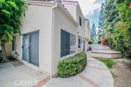 8 Laconia, Irvine CA: http://media.crmls.org/medias/be1bc759-f47e-4b8f-82f9-fd2d88d3731f.jpg