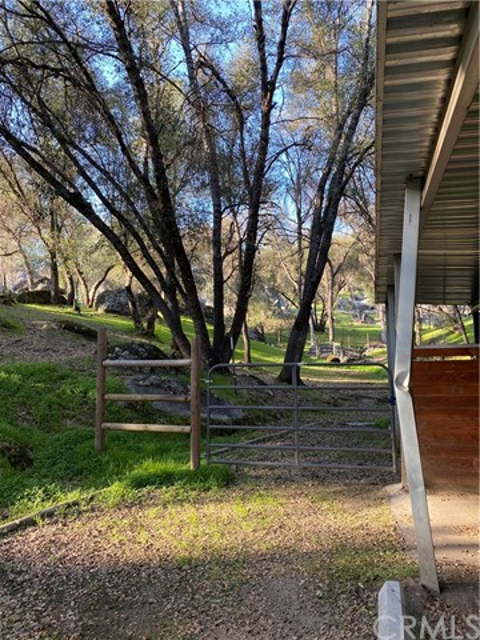 2764 Buck Pass Road, Mariposa CA: http://media.crmls.org/medias/be28a250-30b1-4641-9fd5-db826e88d7b4.jpg
