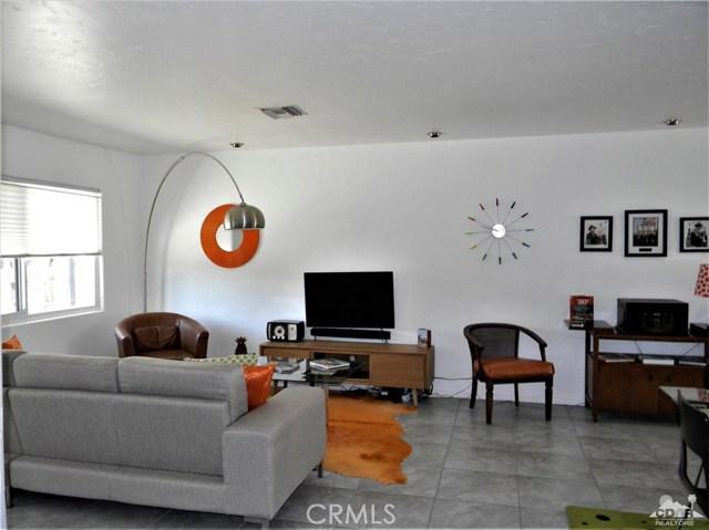 74110 Velardo Drive, Palm Desert CA: http://media.crmls.org/medias/be3ef5ba-a51d-4e78-9e55-4d9ede55f38d.jpg