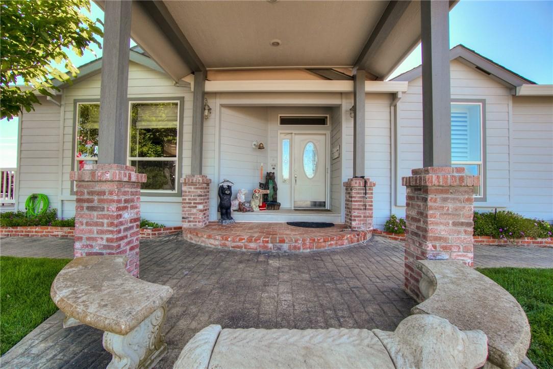 10827 Skyview Drive, Kelseyville CA: http://media.crmls.org/medias/be868414-539f-4e26-83a0-b980d95e96b1.jpg