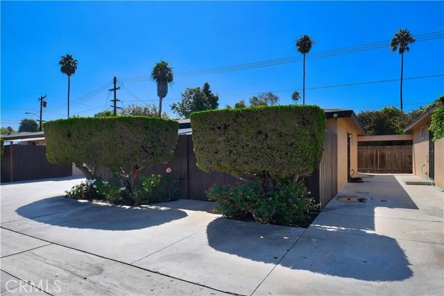 2077 Wallace Avenue, Costa Mesa CA: http://media.crmls.org/medias/be8c73c9-137f-47aa-8b69-e26c486e2c77.jpg