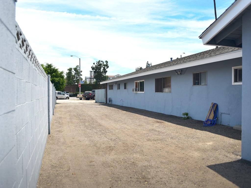 417 W Guinida Ln, Anaheim, CA 92805 Photo 3