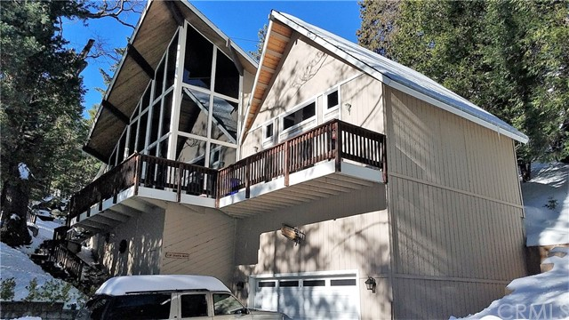 238 Shasta Drive, Lake Arrowhead CA: http://media.crmls.org/medias/be933339-c96b-4fff-b5fe-6a644a22ce3a.jpg