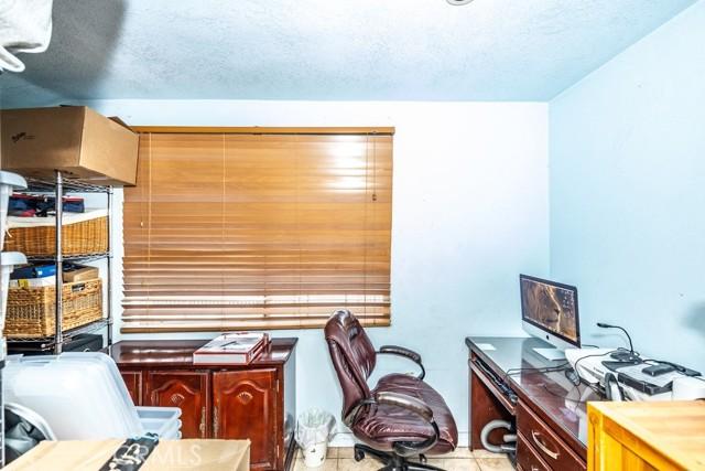 1305 W 35th Place, Los Angeles CA: http://media.crmls.org/medias/bea1d952-ff10-4049-a8bc-c518d1771dca.jpg