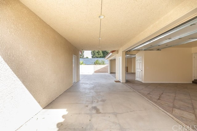 624 Lancer Lane, Corona CA: http://media.crmls.org/medias/bec4b4f3-f2d1-4a95-8a99-6a75ab27908d.jpg