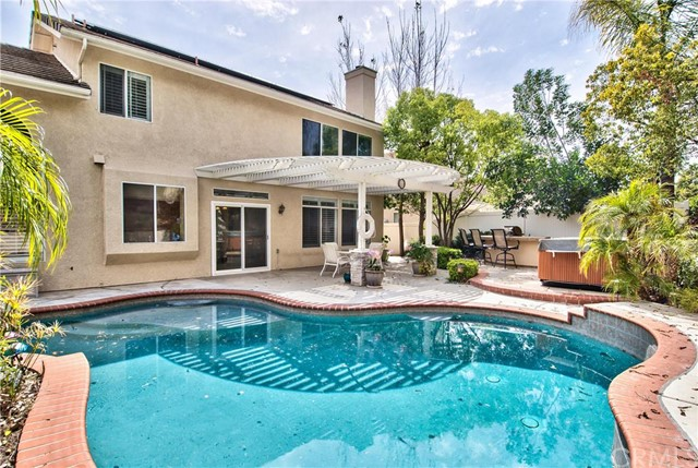 32080 Camino Nunez Temecula, CA 92592 is listed for sale as MLS Listing IV16073347