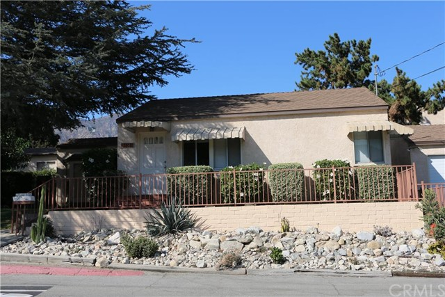 3361 Encinal Avenue La Crescenta, CA 91214 is listed for sale as MLS Listing CV16161753