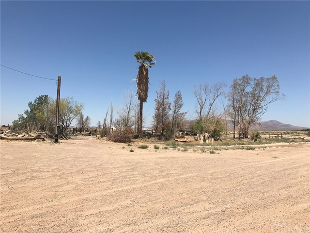 33983 Condor Road, Newberry Springs CA: http://media.crmls.org/medias/bed48978-7004-453c-8754-3b5f7397f3d6.jpg