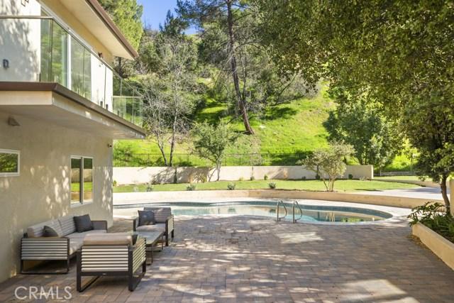 14811 Jadestone Drive, Sherman Oaks CA: http://media.crmls.org/medias/bee090e7-288c-4dcc-b3b0-2d0b6e28f22e.jpg