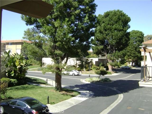 2337 Avenida Sevilla, Laguna Woods CA: http://media.crmls.org/medias/bef3dcd1-cd02-4eb1-9bc6-541c17c66db3.jpg