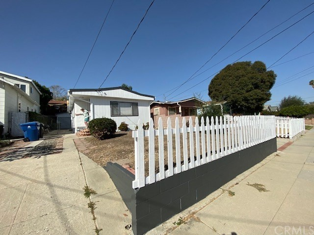 3317 Denison Avenue, San Pedro, California 90731, 2 Bedrooms Bedrooms, ,1 BathroomBathrooms,Single family residence,For Sale,Denison,SB19267636