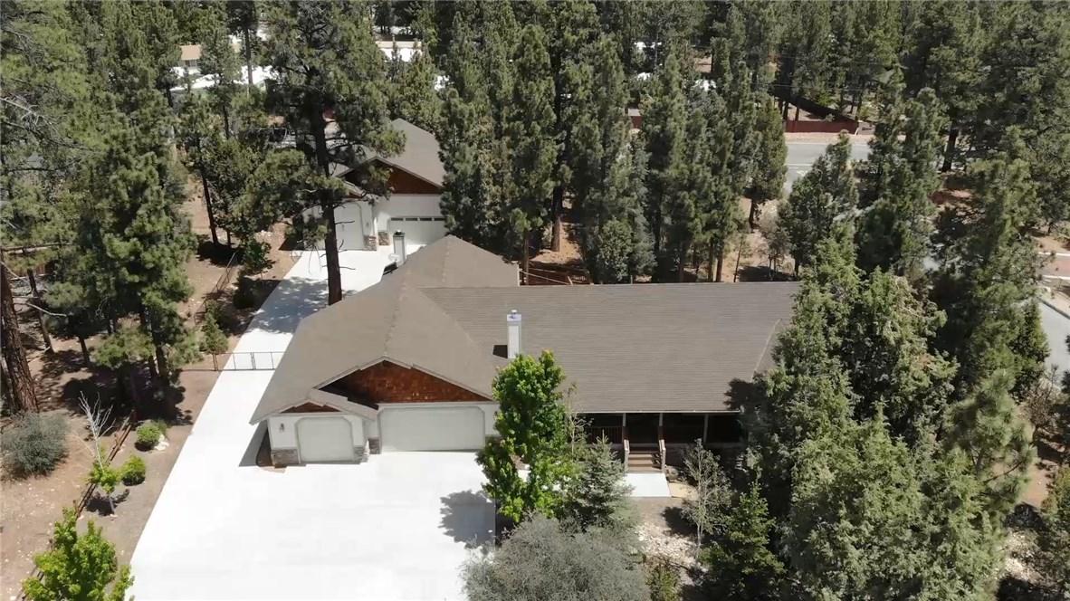1480 Willow Glenn Court, Big Bear CA: http://media.crmls.org/medias/befc2599-9024-45e9-b177-953ebea58dc1.jpg