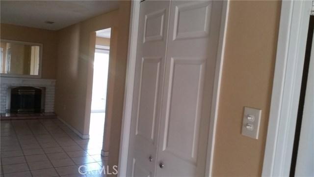 700 E Taft Avenue, Orange CA: http://media.crmls.org/medias/bf0a6b27-33a2-46a8-a02c-e34d9ad3171e.jpg