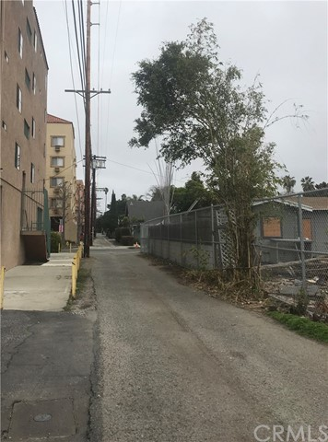 2415 Glyndon Avenue Venice, CA 90291 - MLS #: SB18058750
