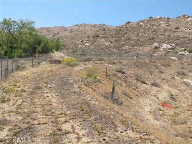 11275 Eagle Rock Road, Moreno Valley CA: http://media.crmls.org/medias/bf2e54bf-c578-4288-ad16-5df5b0a3a21b.jpg