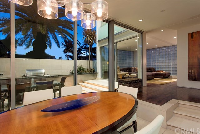 2000 E Oceanfront Newport Beach, CA 92661 - MLS #: NP17136768