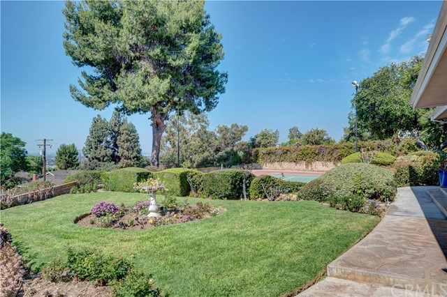 1440 Vista Del Valle Way, La Habra Heights CA: http://media.crmls.org/medias/bf4a8a93-9702-4420-a149-e55040fe0128.jpg