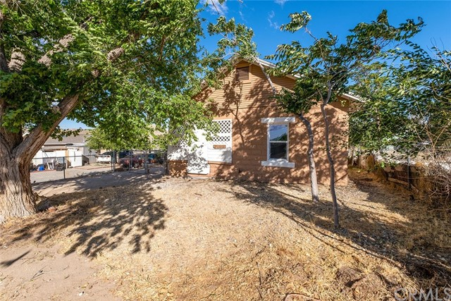 Detail Gallery Image 1 of 1 For 15565 4th St, Victorville,  CA 92395 - 2 Beds | 1 Baths