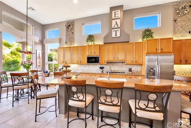 79840 Rancho La Quinta Drive, La Quinta CA: http://media.crmls.org/medias/bfaf4679-30b5-4f17-b4ee-79d211b6bebb.jpg