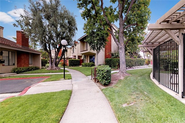 982 W Lamark Ln, Anaheim, CA 92802 Photo 15