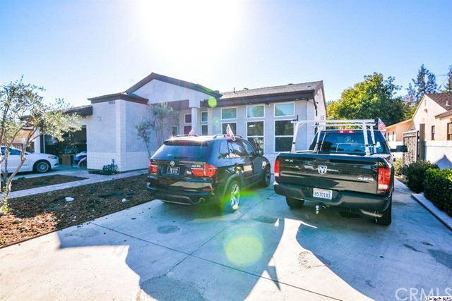 Single Family Home for Sale at 5953 Hillview Park Avenue Valley Glen, California 91401 United States
