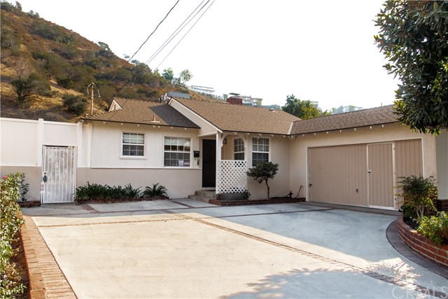 Detail Gallery Image 1 of 20 For 10028 Roscoe Bld, Sun Valley,  CA 91352 - 3 Beds   2 Baths