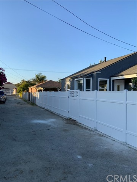 440 E 121st Street, Los Angeles CA: http://media.crmls.org/medias/c01ab49e-b706-405f-9eb1-e99632b72c5e.jpg