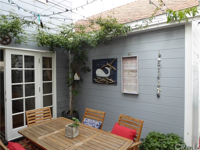 75 Corinthian, Long Beach CA: http://media.crmls.org/medias/c02aab2a-5911-46eb-b096-6cc40ae4d458.jpg