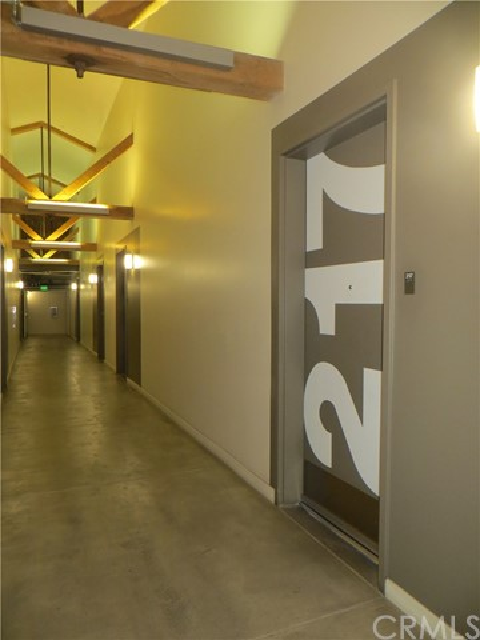 527 S Molino Street, Los Angeles CA: http://media.crmls.org/medias/c032ea69-a08b-4888-886b-866099d27955.jpg