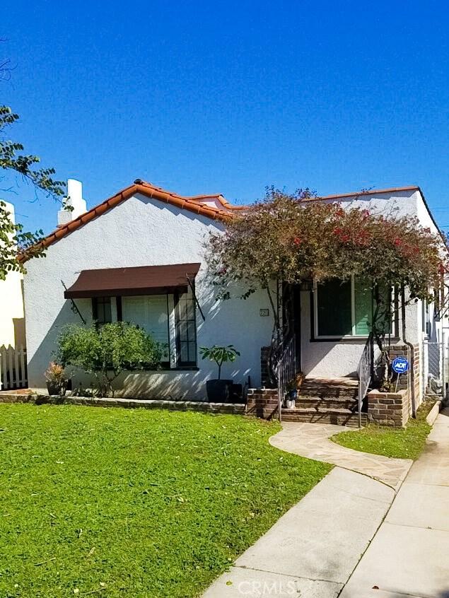 720 Winchester Avenue, Alhambra CA: http://media.crmls.org/medias/c05956ba-4383-4885-8c24-495b2e4f399a.jpg