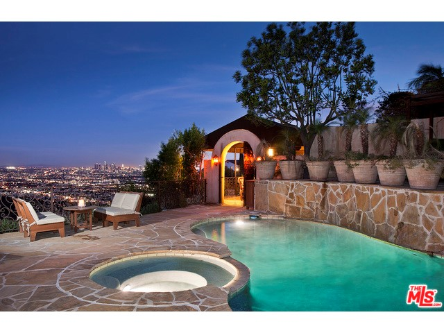 Photo of home for sale at 8148 MANNIX Drive, Los Angeles CA