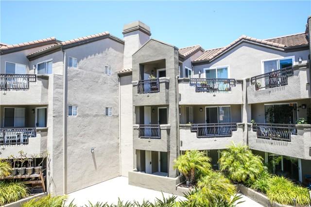410 Lake Street, Huntington Beach CA: http://media.crmls.org/medias/c065d4b4-0004-48af-b8e1-bfa49e497af1.jpg