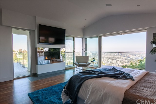 1500 Viewsite Ter, Los Angeles, CA 90069 Photo 18
