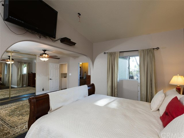 30099 White Wake Drive, Canyon Lake CA: http://media.crmls.org/medias/c07010bb-0c33-4125-9875-c9967969c560.jpg