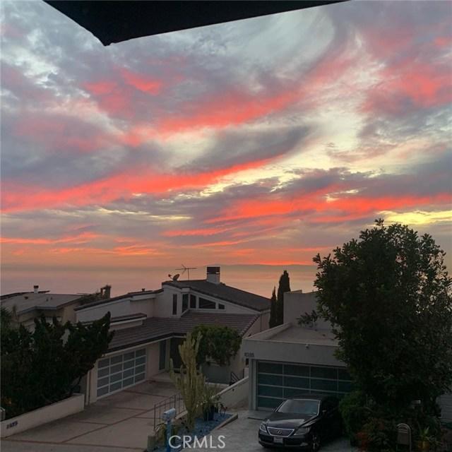 1040 La Mirada Street, Laguna Beach CA: http://media.crmls.org/medias/c07c28b8-4be1-43d8-ac0f-d90fb178ac7f.jpg