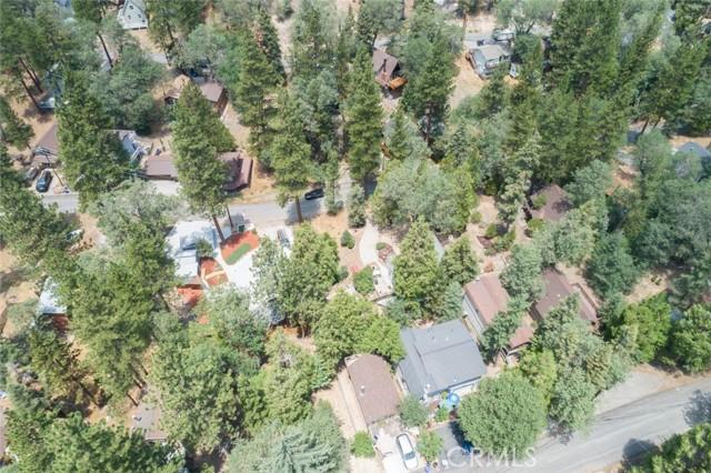 2427 Spruce Drive, Running Springs CA: http://media.crmls.org/medias/c07e403b-cadb-432e-9888-7ad05d48a8af.jpg