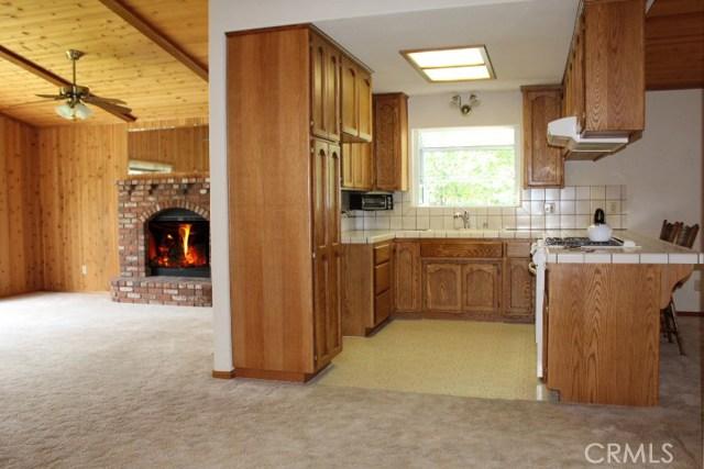 1250 E Alpinview Drive, Big Bear CA: http://media.crmls.org/medias/c081ae26-2f54-46d2-aacc-a39fdbc72f16.jpg