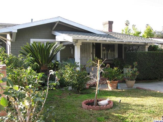 2056 Yosemite Drive, Los Angeles CA: http://media.crmls.org/medias/c0858ac8-93ec-4a7e-ac0a-c612779d739a.jpg