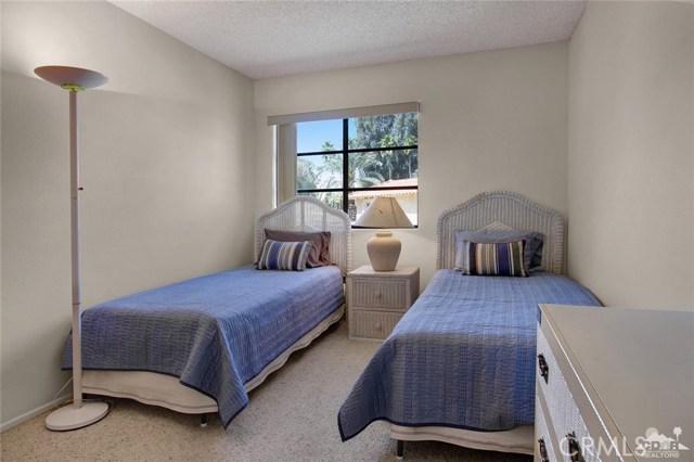 72862 Roy Emerson Lane, Palm Desert CA: http://media.crmls.org/medias/c097df8d-c2c0-448c-9845-1c53c7602f2e.jpg