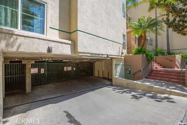 5420 Sylmar Avenue, Sherman Oaks CA: http://media.crmls.org/medias/c0a3a76a-57b1-42f1-b474-06758b08aaf2.jpg