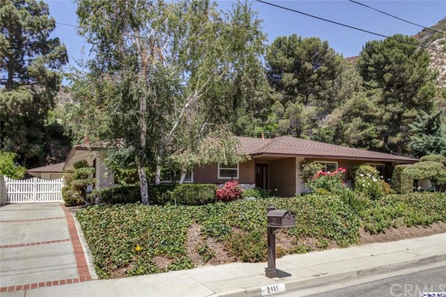 Single Family Home for Sale at 2111 Bristow La Canada Flintridge, California 91011 United States
