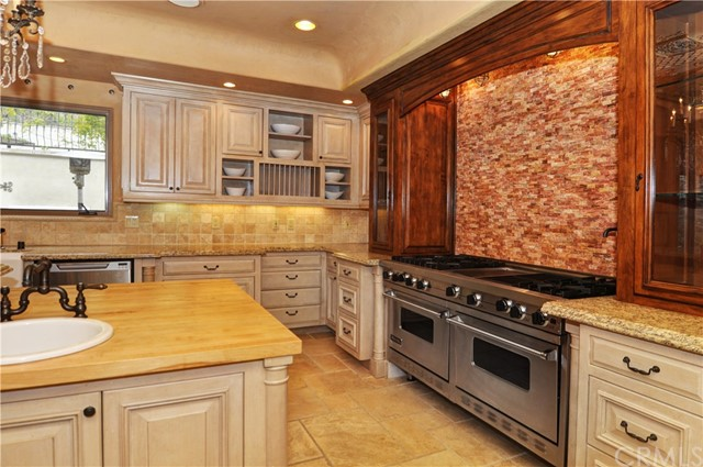 11947 Iredell Street, Studio City CA: http://media.crmls.org/medias/c0bc4236-2988-46ad-b2a2-446e8421a50d.jpg