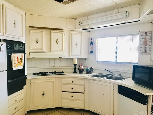 1441 S Paso Real Avenue, Rowland Heights CA: http://media.crmls.org/medias/c0da1738-68e2-426a-b62e-fbb754b9c518.jpg