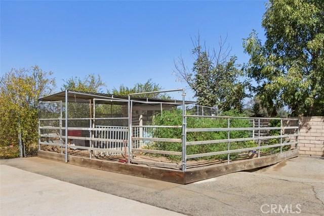 16275 Porter Avenue, Riverside CA: http://media.crmls.org/medias/c0eedf7e-7481-4f63-8002-74ca4b70bb01.jpg