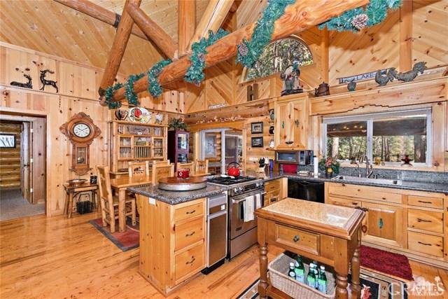 809 Oriole Drive, Big Bear CA: http://media.crmls.org/medias/c10f94c7-7947-4800-816d-d2b1ddc76483.jpg