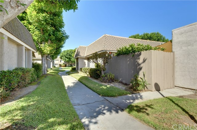 835 S Coventry Dr, Anaheim, CA 92804 Photo 2