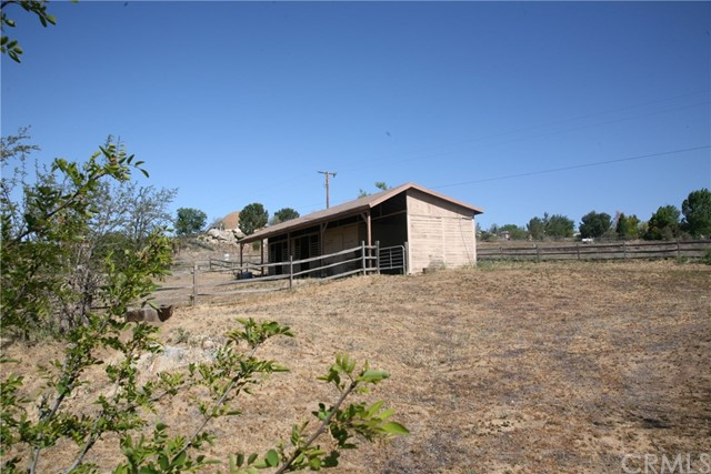 40725 Brook Trails Way, Aguanga CA: http://media.crmls.org/medias/c11e4a14-d00a-494b-87d6-ed055c1cf4bb.jpg