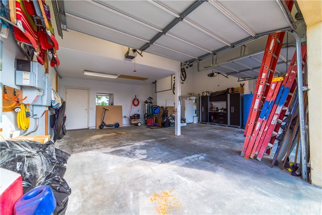 22941 Gold Rush Place, Canyon Lake CA: http://media.crmls.org/medias/c127267d-0dbb-446a-8c06-c2f2041405a6.jpg