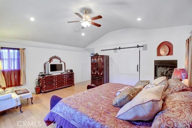 607 Royce Street, Altadena CA: http://media.crmls.org/medias/c127eddd-117a-4b0e-bada-811860b8f34b.jpg